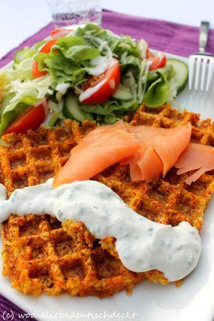 Kartoffel-Möhren-Waffeln Rezept: Salbeiblätter,Zwiebeln,Möhren,Kartoffeln,Ei,Speisestärke,Haferflocken,Salz,Pfeffer,Muskat