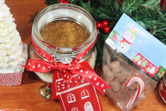 DIY CHRISTMAS GIFTS: Cookies in a Jar  english blog post:  http://www.flavoursandfrosting.com/diy-christmas-gifts-3-cookies-in-a-jar/ el post en español:  http://www.flavoursandfrosting.com/diy-regalos-navidad-no3-galletas-en-tarros/?lang=es in/en YouTube:  https://www.youtube.com/watch?v=7XyGPNwbK4M  #diy_christmas_gifts #handmade_christmas #cookies_in_a_jar