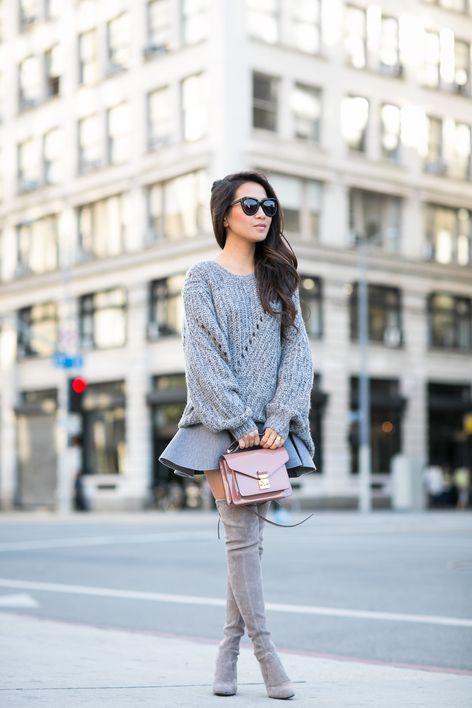 Oversize-Pullover kombinieren: Sexy mit Minirock und Overknees: