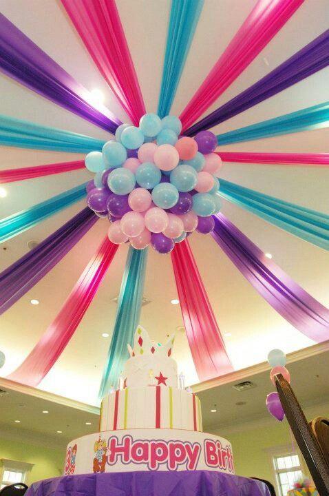 Decora El Techo Del Salón De Fiestas Paso A Paso Para Decorar Una Sala De F Balloon Decorations Party Birthday Party Decorations Diy Girl Birthday Decorations
