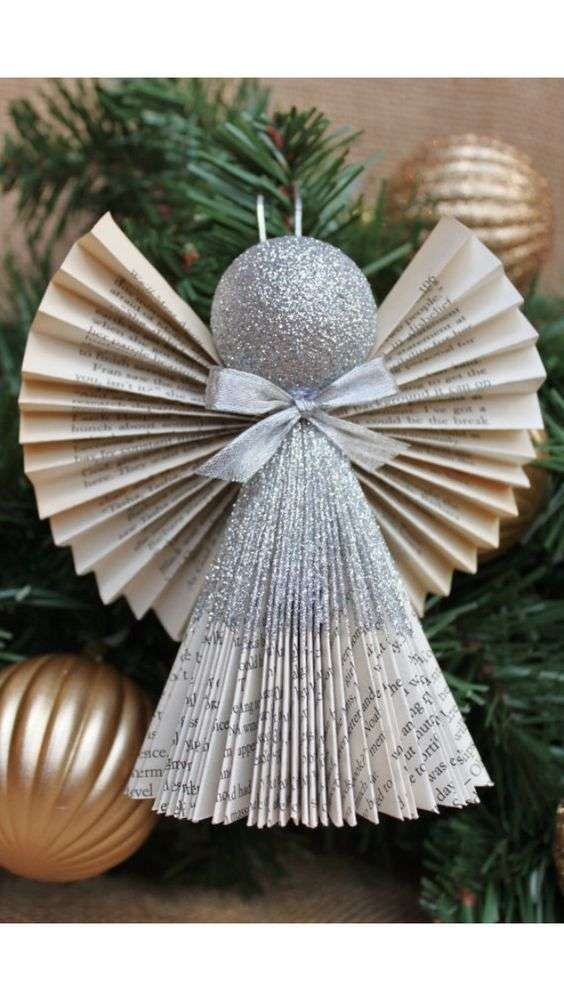 Decorazioni Natalizie Con La Carta Fai Da Te.Angelo In Carta Gli Angioletti Con La Carta Sono Semplici Da Creare Idee Per Regali Di Natale Idee Natale Fai Da Te Natale