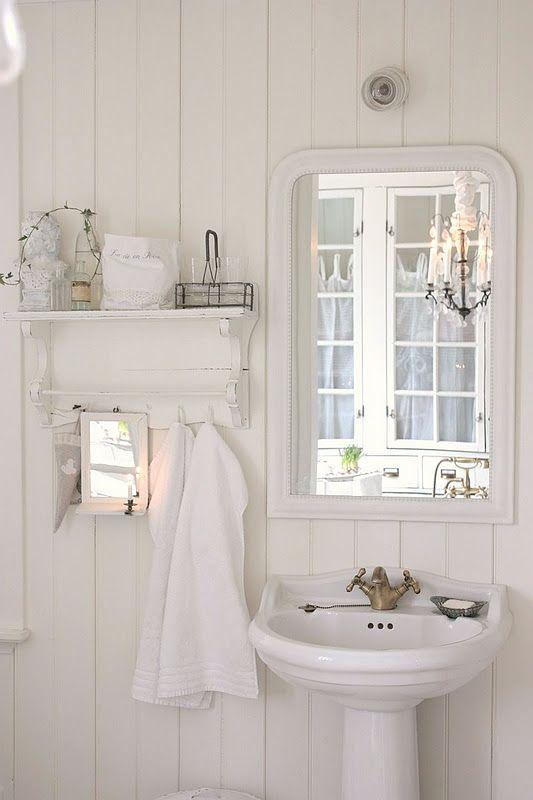 A stunning scandinavian style bathroom. I always love to find white scandinavian bathroom ideas. That huge mirror looks like it's from Ikea. I really like those little shelves/hooks. Gorgeous!