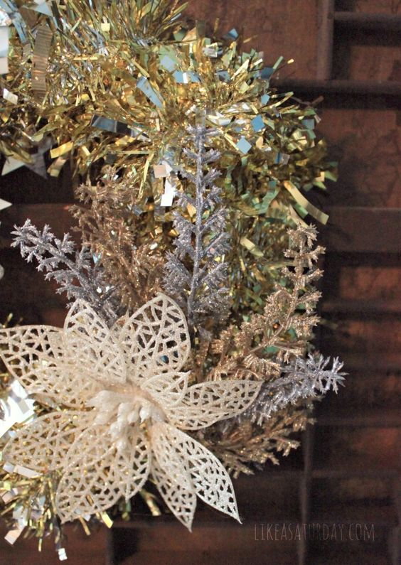 Retro Tinsel Wreath - using only items from the dollar store  Tinsel might be a good background for snowflake wreath I want to make.
