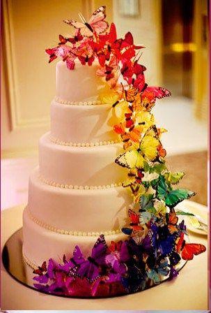 gateau-mariage-papillons-colores