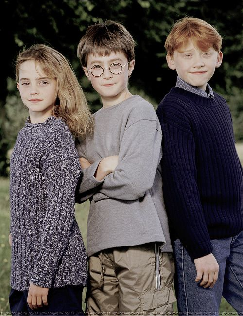 Baby Faced 'Harry Potter' Cast Members Awkwardly Pose in