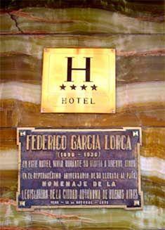 Placa conmemorativa de la estancia del poeta Federico García Lorca en el Hotel Castelar de Buenos Aires.