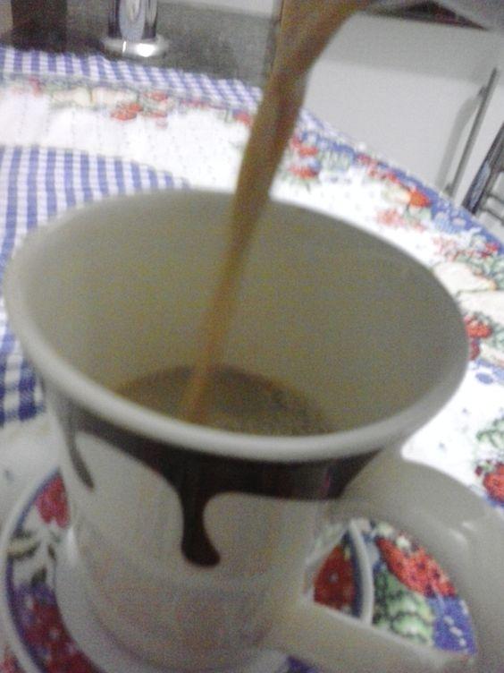 Leite com café pra começar o dia.