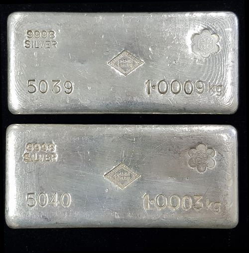 New Auction Item Available On Silver Stackers This Week S Auction Is For A S R Mitchell Sccc Counterstamp 1 Kg Silver Ca Silver Bullion Silver Stuff To Buy