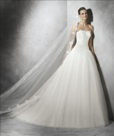 Pronovias Collectie all - Pronovias Premium Dealer Store Amiga Breda, grootste in Benelux.