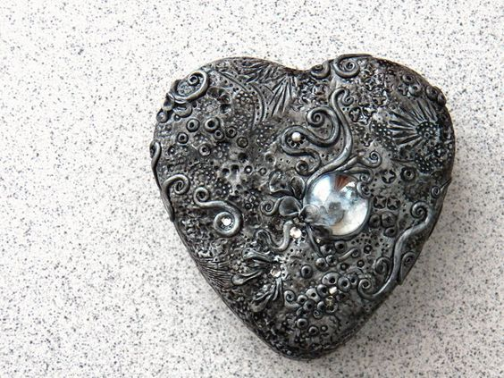 metal chocolate box decorated with polymer clay and rhinestones. so pretty. <3