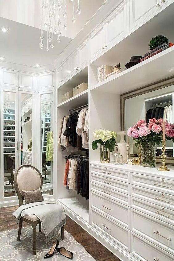 Enchanting and elegant white closet design with a touch of flowers!: