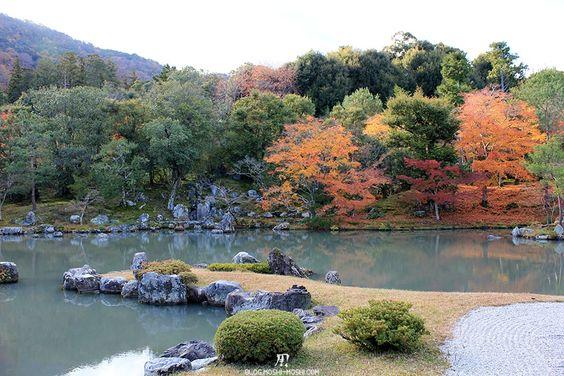 On continue dans notre « Momiji Road Trip 2012 » et dans nos visites de quatre jours dans le Kansai. Pour le moment, on reste à... http://blog.m0shi-m0shi.com/voyages/temple-tenryu-ji-arashiyama-kyoto-momiji/