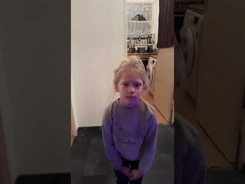 Frisuren Fail 6 Jahrige Nichte Hat Die Schlimmste Frisur Ever Frisur Frisuren Jahrige Nichte Schlimmste Style Fashion