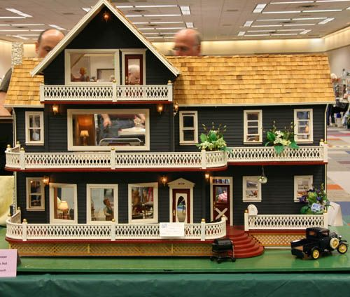 Exhibits from the Fall 2007 Seattle Dollhouse Miniature Show: Large Multi Roomed Dollhouse at the 2007 Fall Seattle Dollhouse Miniature Show