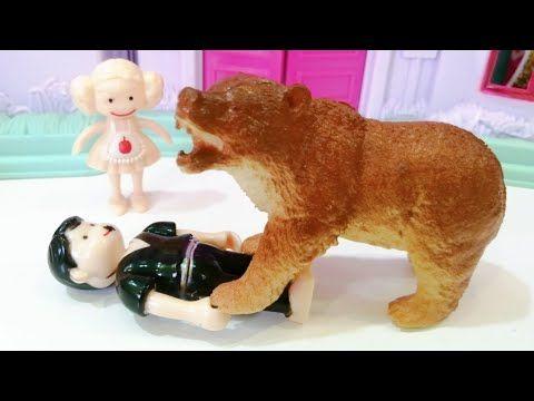 الدب العملاق هجم على بابا وسارة عملت ايه قصص اطفال عائلة عمر جنه ورؤى Youtube Dinosaur Stuffed Animal Teddy Bear Teddy