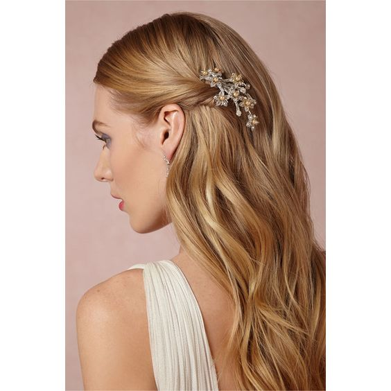 Pearled Daisy Comb ($250) ❤ liked on Polyvore featuring accessories, hair accessories, pearl hair comb, hair combs, daisy hair accessories, bridal comb and bridal hair accessories