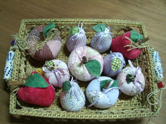 Frutas variadas. Cores; lilás, rosa, vermelho e estampada.  As grandes, R$10,00 a unidade.    As pequenas, R$8,00 a unidade. Usadas tambem como lembrança de maternidade,   neste caso a dezena é R$70,00. R$10,00