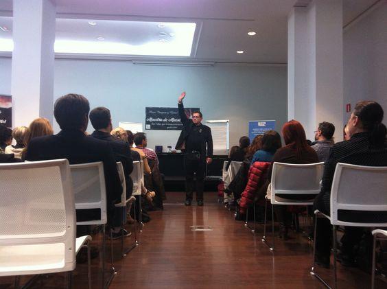 """10.02.15 Conferencia """"FORMADORES QUE IMPACTAN: 5 CLAVES FUNDAMENTALES PARA TRANSMITIR Y DEJAR HUELLA EN EL SIGLO XXI"""", en Madrid.  """"Que levante la mano..."""".  #JosepeCoach #formadores #formacion #coaching"""