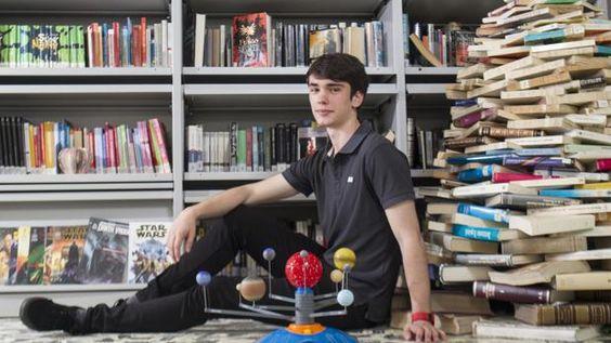El alumno con la nota más alta posible de acceso a la universidad quiere estudiar Ingeniería Aeroespacial, reconoce que es metódico y regular en sus estudios y que valora mucho su tiempo de ocio.