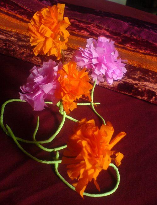 Activite fleurs en papier cr pon fabriquer diy d couvrir l 39 inde pinterest bricolage - Activite avec papier crepon ...