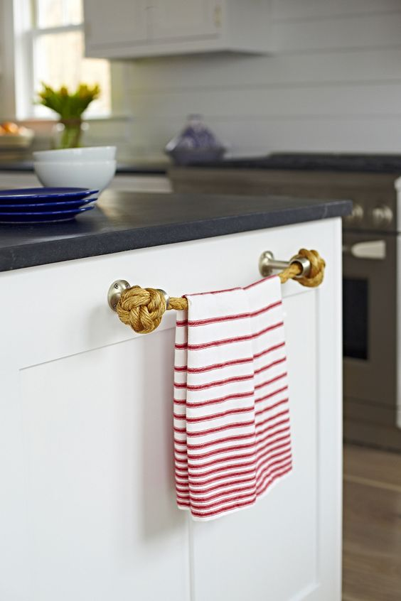 Bay Head Beach Bungalow || Rope Details in Kitchen || Chango & Co.: