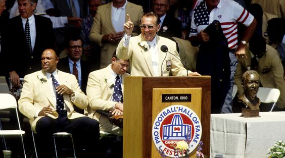 Aug 1, 1992; Canton, OH, USA; Los Angeles Raiders owner Al Davis speaks at his induction ceremony to the Pro Football Hall of Fame.