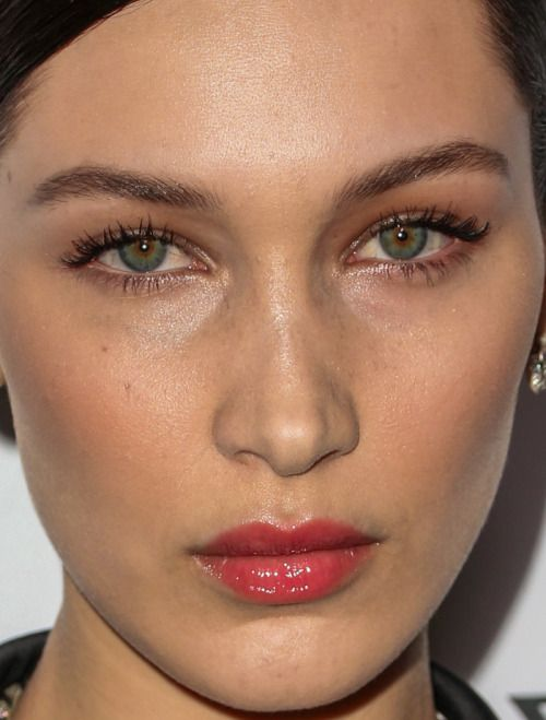 Celebrity Makeup Looks: Red Lipstick, Lilac Eyeshadow and ...