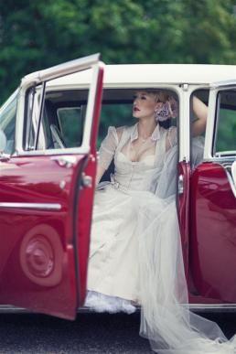 Maßgeschneiderte Hochzeitsdirndl von Nicoleta Melega
