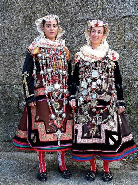 Traje de Alberca. Popular festival and wedding dress from Salamanca, Spain.