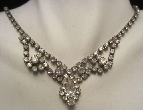 "Dazzling Vtg 16-1/2"" Silver Tone Prong Set Rhinestone Statement Necklace A44"