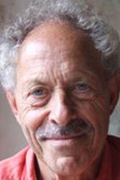 Rudi van der Velde (1937-2014) studeerde wiskunde en natuurkunde aan de Universiteit van Amsterdam. Als student was hij medeoprichter van de Studentenvakbeweging (1963). Hij werkte enige jaren bij het onderzoek naar elementaire deeltjes, waarvoor experimenten worden verricht in het Centre Europeen de Recherche Nucleaire (CERN) te Genève.