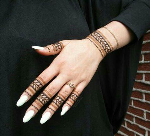 Simple finger henna design