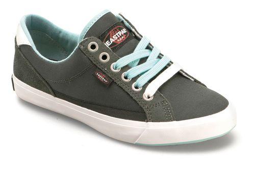 تفسير حلم سرقة الحذاء رؤيا سرقة النعال في المنام Sneakers Shoes Fashion