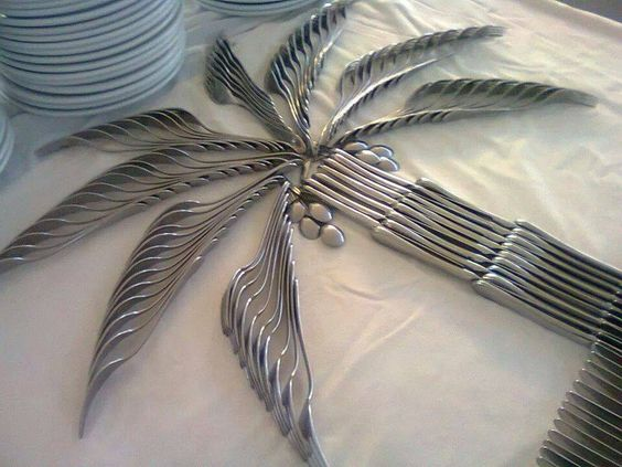 Arranging utensils in the shape of a palm tree. Clever.