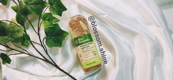 terdapat informasi lengkap mengenai produk dan manfaat, serta tanggal expiry date pada bagian kemasan bee propolis facial wash gel