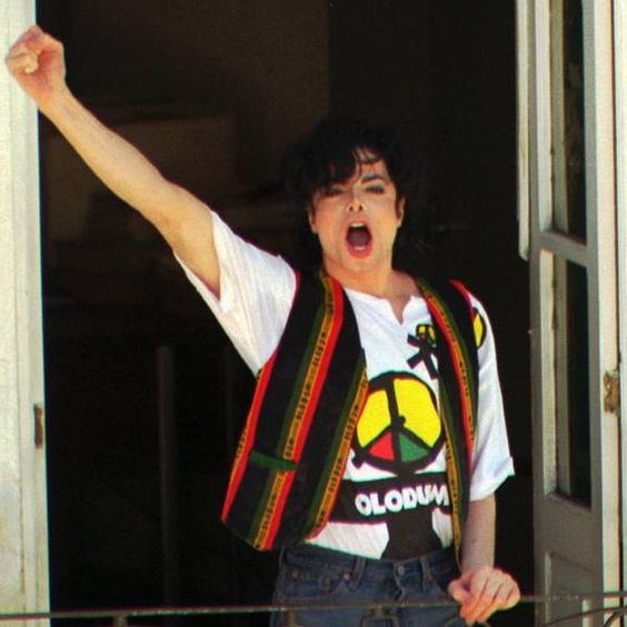 """Advogado de Michael Jackson diz que novas acusações de abuso infantil são """"patéticas"""": http://rollingstone.uol.com.br/noticia/advogado-de-michael-jackson-diz-que-novas-acusacoes-de-abuso-infantil-sao-pateticas/ …"""