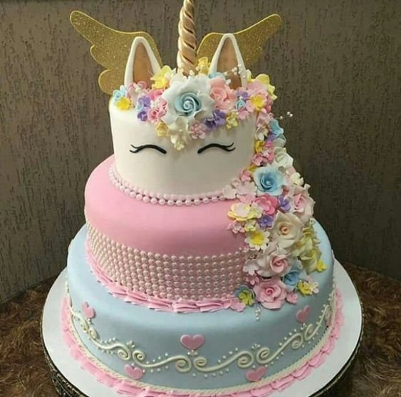 I know its not starbucks but i think this is a really cute cake!