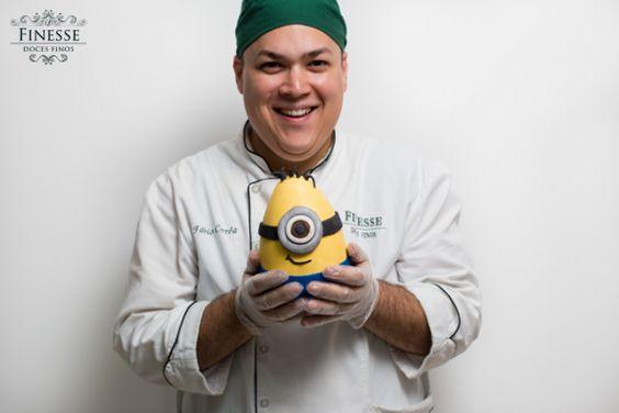 Chef Fábio Corrêa com uma das suas criações mais fofas desta páscoa 2014... Ovo Minion!