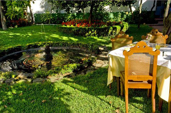 L'hôtel le plus ancien de Porto. Le Grande Hotel de Paris a le charme d'une longue et riche expérience, préservée dans des ambiances de différentes époques depuis 1877. Pendant les jours ensoleillés, les grandes fenêtres s'ouvrent vers le jardin romantique. RÉSERVEZ : https://www.logishotels.com/fr/hotel/grande-hotel-de-paris-193307