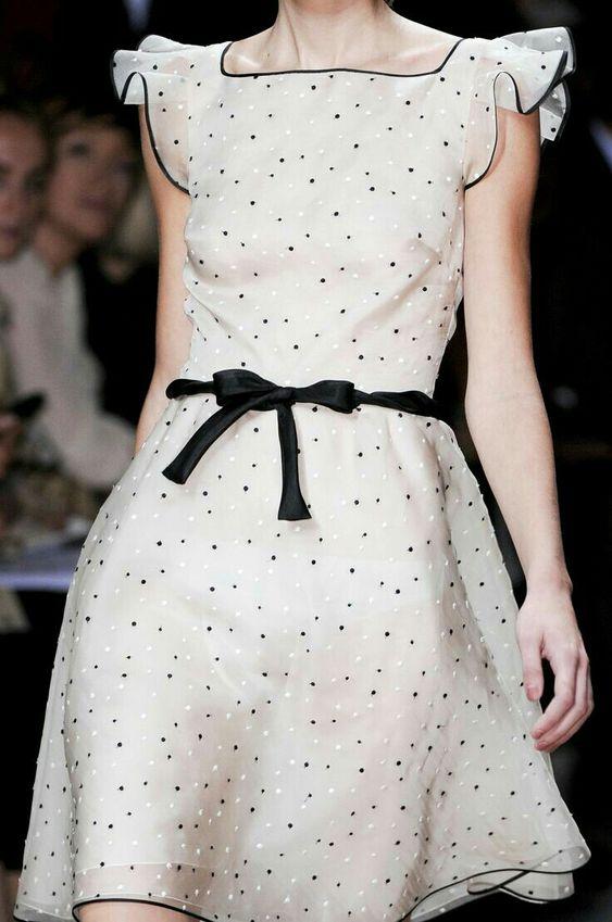 Look vestido bolinhas perfeito para usar em varias ocasiões.