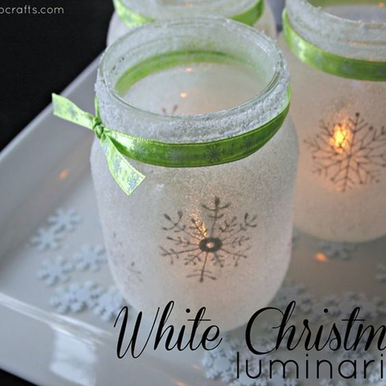 These stencilled snowflake Christmas Mason Jar is just too cute!