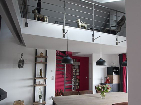 Maison contemporaine salon cheminee par le constructeur for Escalier maison contemporaine