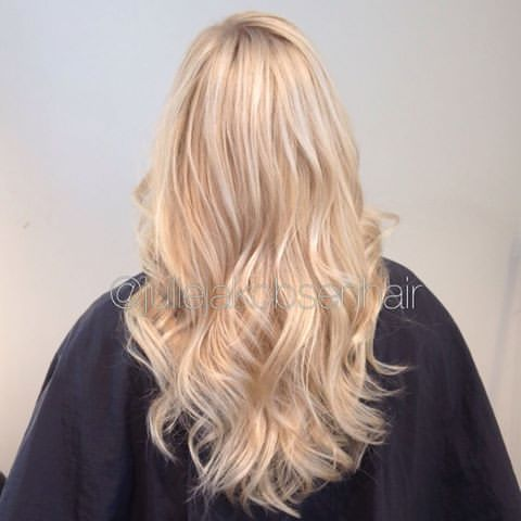 Regrowth With 35g 9 0 10g 9 11 35g 10 8 20g 6 20g 9 20 Minutes In Heat Glossing With Illuminacolor Eq Blonde Hair Color Thick Hair Styles Wella Hair