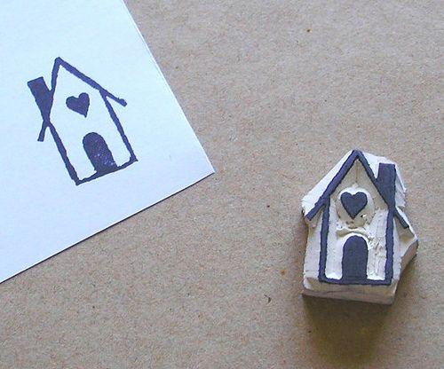 Little house carved stamp { semplicissimo da realizzare questo timbrino. Basta una vecchia gomma e qualche attrezzo da artigianato, tipo cutter o scavino }