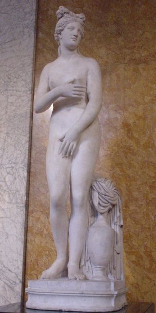 Campo Iemini Venus, estatua romana de mármol de tipo Venus Capitolina o Venus Púdica (Museo Británico)