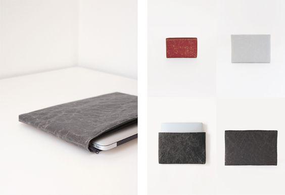 Cushioned case - Soft Naron - (Ipad mini : H120 × W180 × D15 mm. 23€), (New iPad mini  H155 x W230 x D15 mm . 33€), ( Small iPad  : H220 × W290 × D15 mm, 37€), (Small Cushion : H222.5 × W333 × D15 mm, 37€) ( Medium Cushion : H278 × W367 × D15 mm, 43€ ), Colors : Black, Dark Brown, Blue.