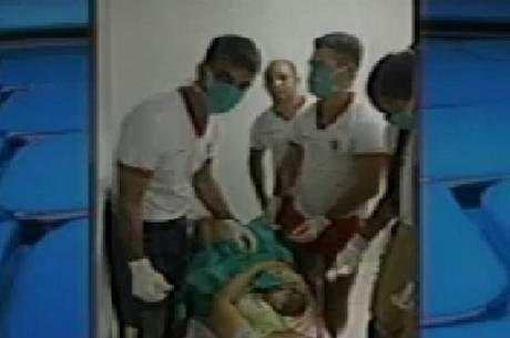 Bombeiros socorrem mulher e fazem parto dentro do quartel em Santa Maria - http://noticiasembrasilia.com.br/noticias-distrito-federal-cidade-brasilia/2015/10/12/bombeiros-socorrem-mulher-e-fazem-parto-dentro-do-quartel-em-santa-maria/