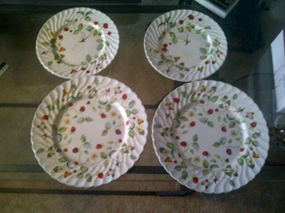 James Kent Old Foley strawberry dinner & salad plates: Dinner Salads, Grandmothers Set, Strawberries Everywhere, Things Strawberries, Berries Cherries, Foley Strawberry, Salad Plates, James Kent, Strawberry Kitchen 1