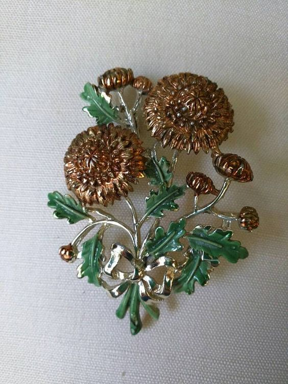 Check out this item in my Etsy shop https://www.etsy.com/listing/471917913/beautiful-vintage-brooch-by-exquisite