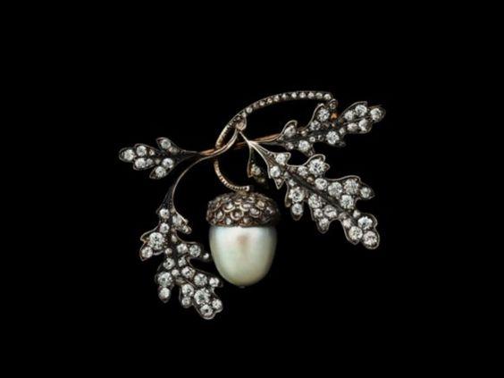 Acorn Brooch of pearl, diamonds, gold and silver - René Lalique, France, 1880 © Albion Art Museum / © VG Bild-Kunst, Bonn 2012
